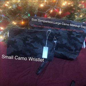 Quilted kola small wristlet black Camo